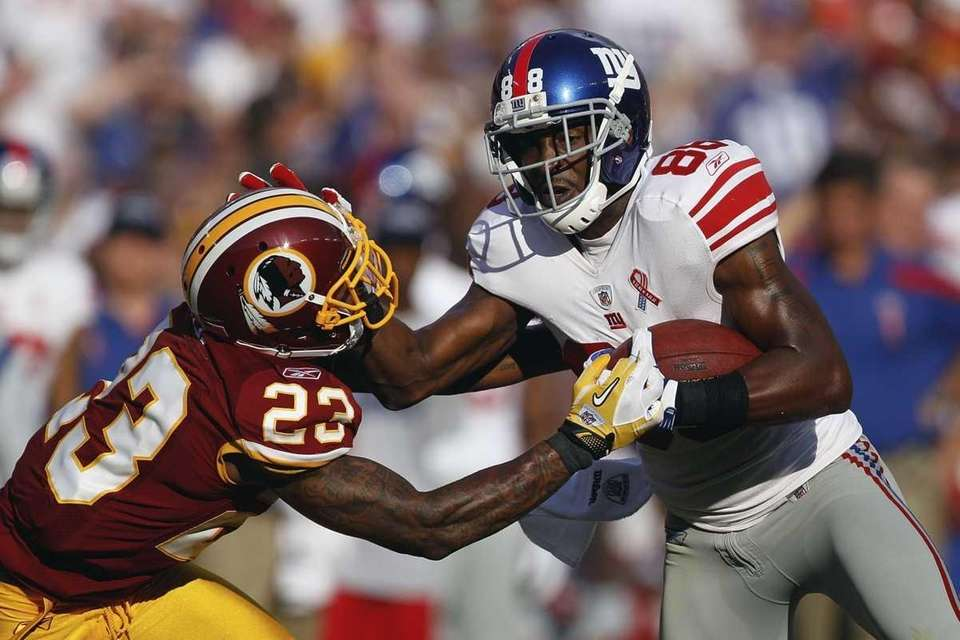 Washington Redskins defensive back DeAngelo Hall reaches for