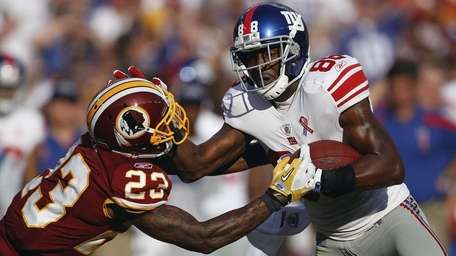 Washington Redskins defensive back DeAngelo Hall reaches for