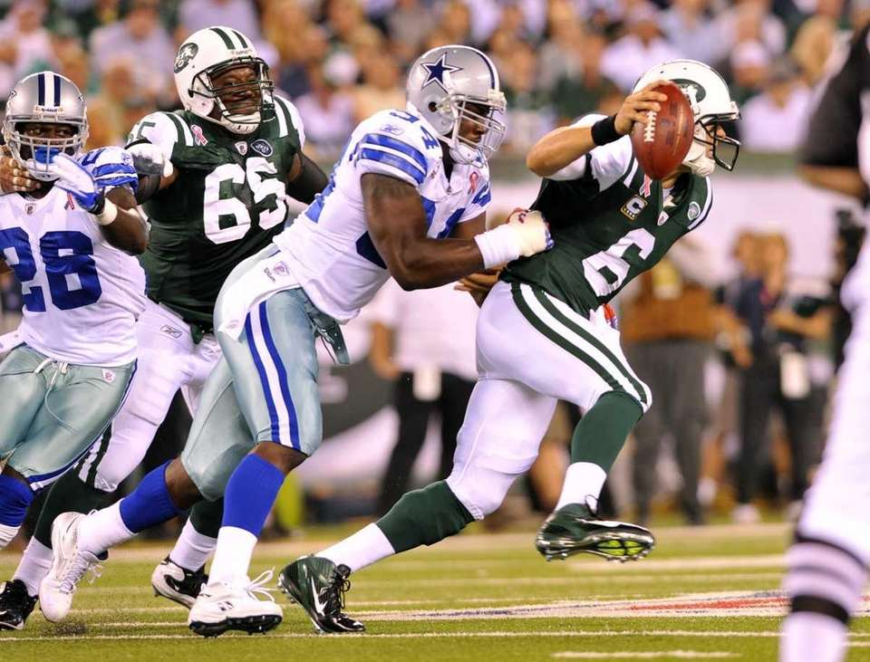 DeMarcus Ware of the Cowboys sacks Mark Sanchez