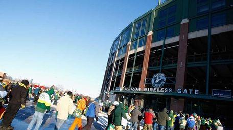 5. Lambeau Field – Green Bay, Wisc. Pictured: