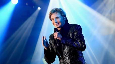 Barry Manilow will perform 17 shows at the