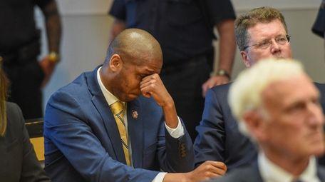 Weldon Drayton Jr. cries in State Supreme Court