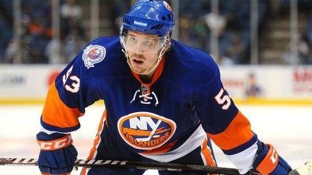 New York Islanders center #53 Casey Cizikas prepares