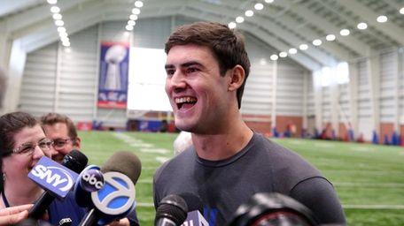 Giants quarterback Daniel Jones (8) speaks to the