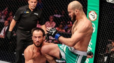 Movlid Khaybulaev defeated Damon Jackson via knockout (flying