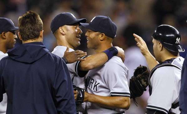 New York Yankees closer Mariano Rivera, center, is