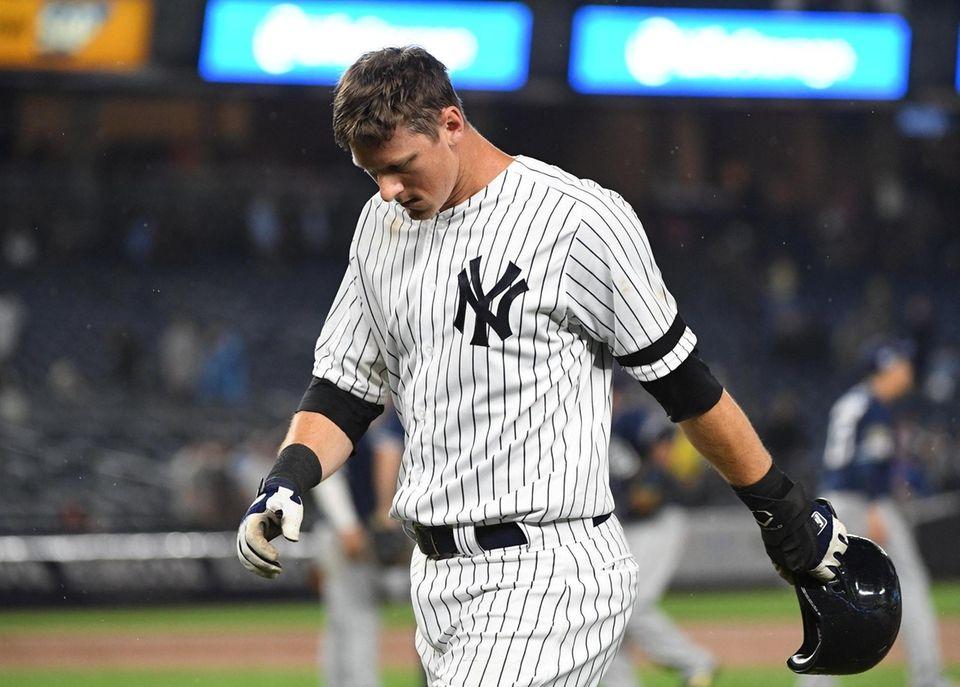 New York Yankees third baseman DJ LeMahieu walks