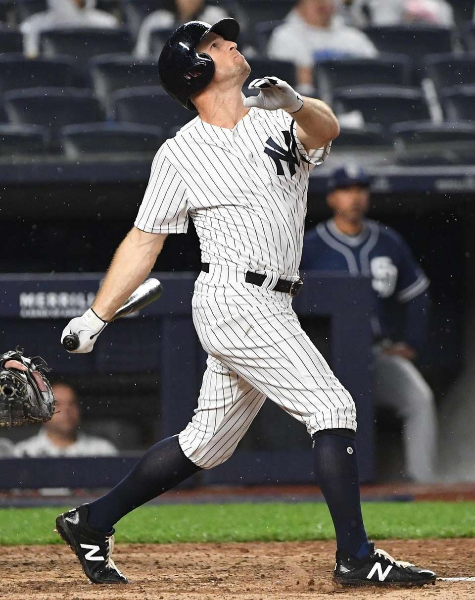 New York Yankees left fielder Brett Gardner connects