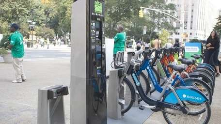 NYC DOT introduced privately funded bike share system,
