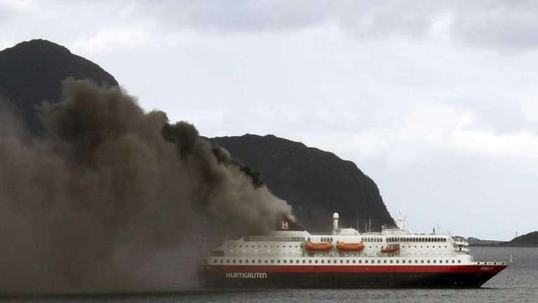 Intense Fire On Norwegian Cruise Ship Kills Crew Newsday - Is there smoking on cruise ships