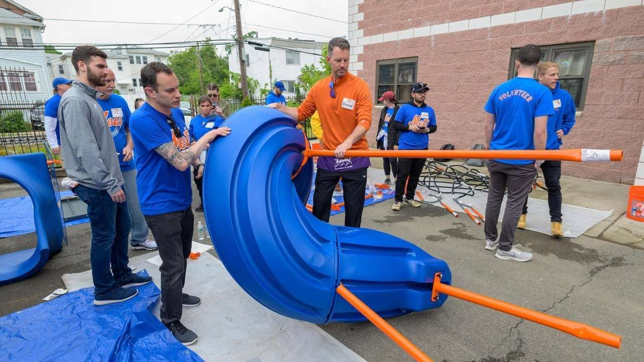 About 150 volunteers from the Mets, the Child