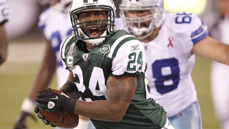 New York Jets defensive back Darrelle Revis picks