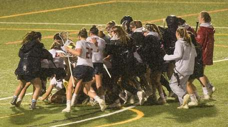 Cold Spring Harbor surrounds their goalie as they