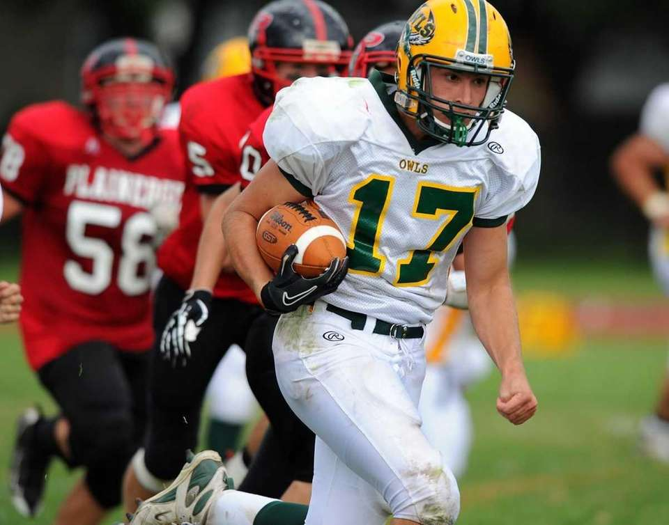 Lynbrook's Luke Spitzer during Lynbrook's 45-27 victory over