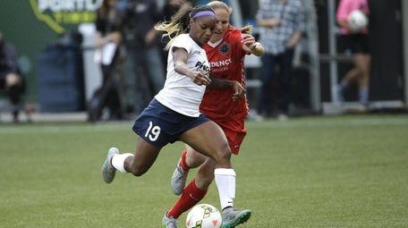 Washington Spirit defender Crystal Dunn, left, races downfield