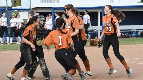 East Rockaway celebrates after defeating Oyster Bay in