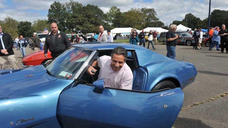 Auto enthusiasts cheer Mangano car show   Newsday