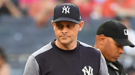 Yankees manager Aaron Boone walks to the dugout