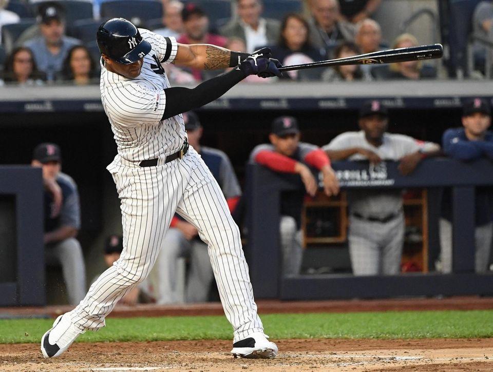 New York Yankees center fielder Aaron Hicks hits