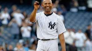 Mariano Rivera tips his cap to the fans