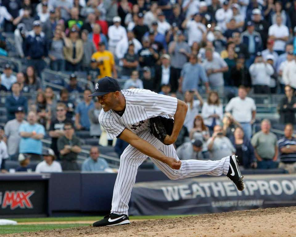 Mariano Rivera delivers a pitch to the Minnesota