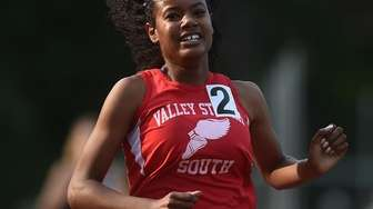 DeAnna Martin of Valley Stream South legs out