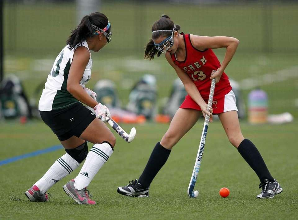 Sachem East's Cara Trombetta (13) passes the ball