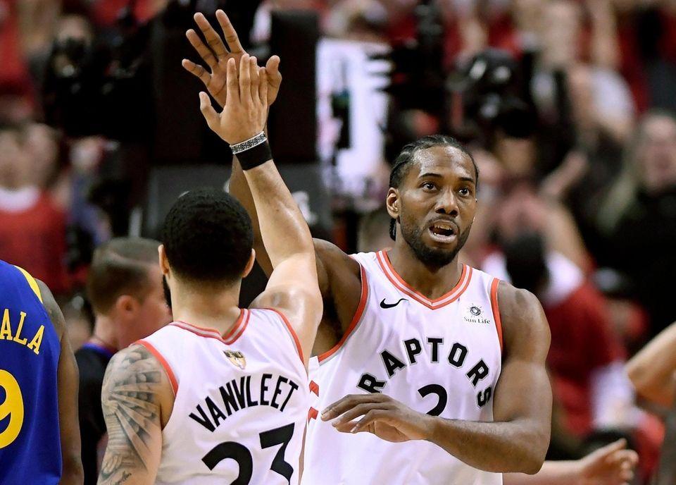 Toronto Raptors forward Kawhi Leonard (2) and teammate