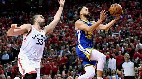Golden State Warriors guard Stephen Curry (30) drives