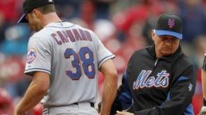 New York Mets starting pitcher Chris Capuano, left,