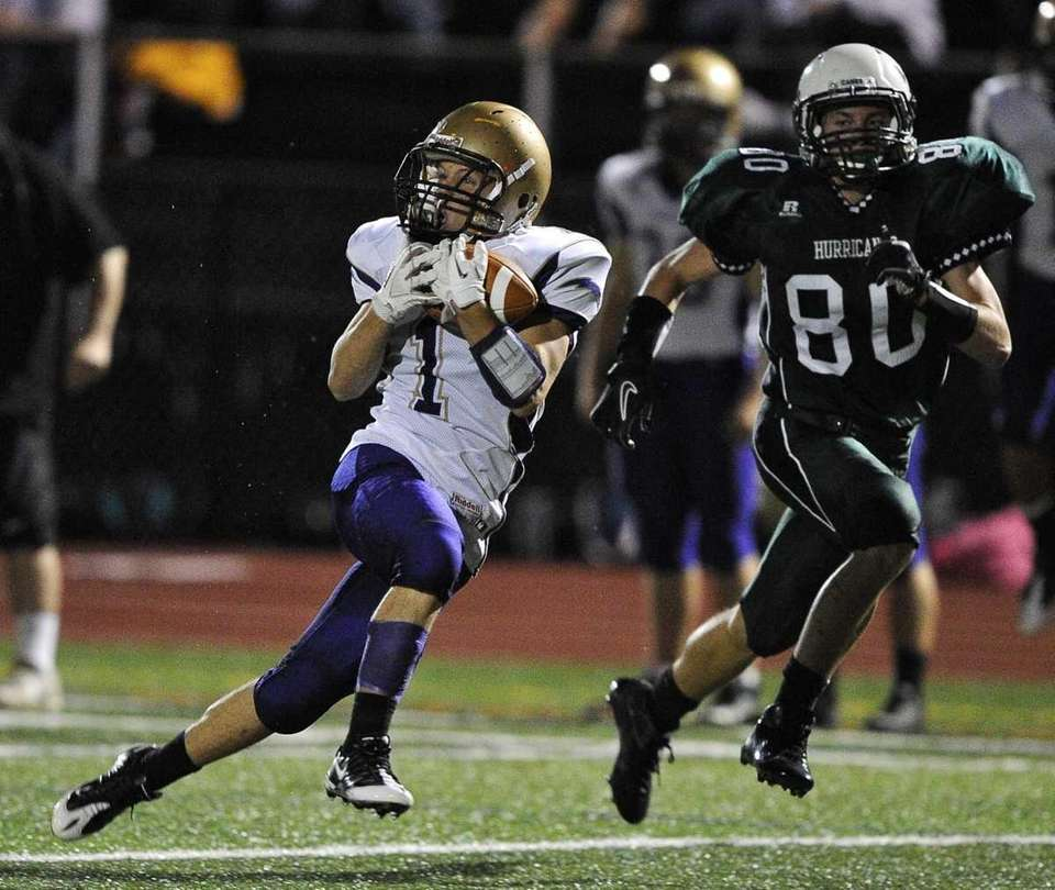 Sayville's Tom Dieckhoff completes the reception from QB
