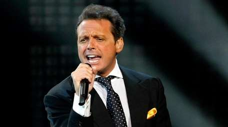 Luis Miguel is bringing his tour to