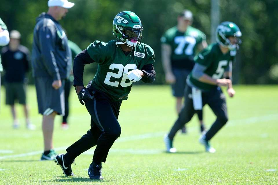 New York Jets running back Le'Veon Bell (26)