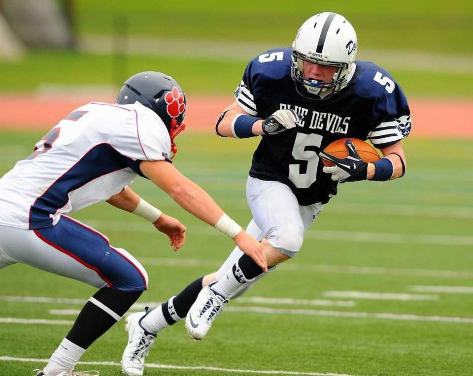 Tyler Greenhill tries to elude the tackle of