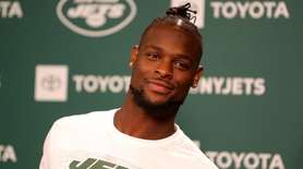 Le'Veon Bell talks to reporters on his first
