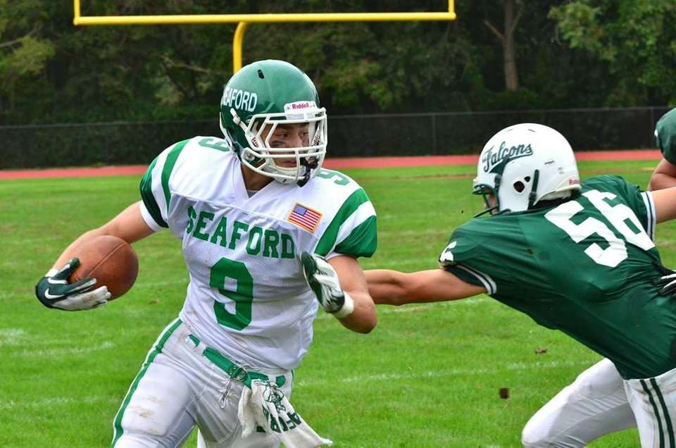 Seaford's Kyle Kolodinsky looks to the middle against