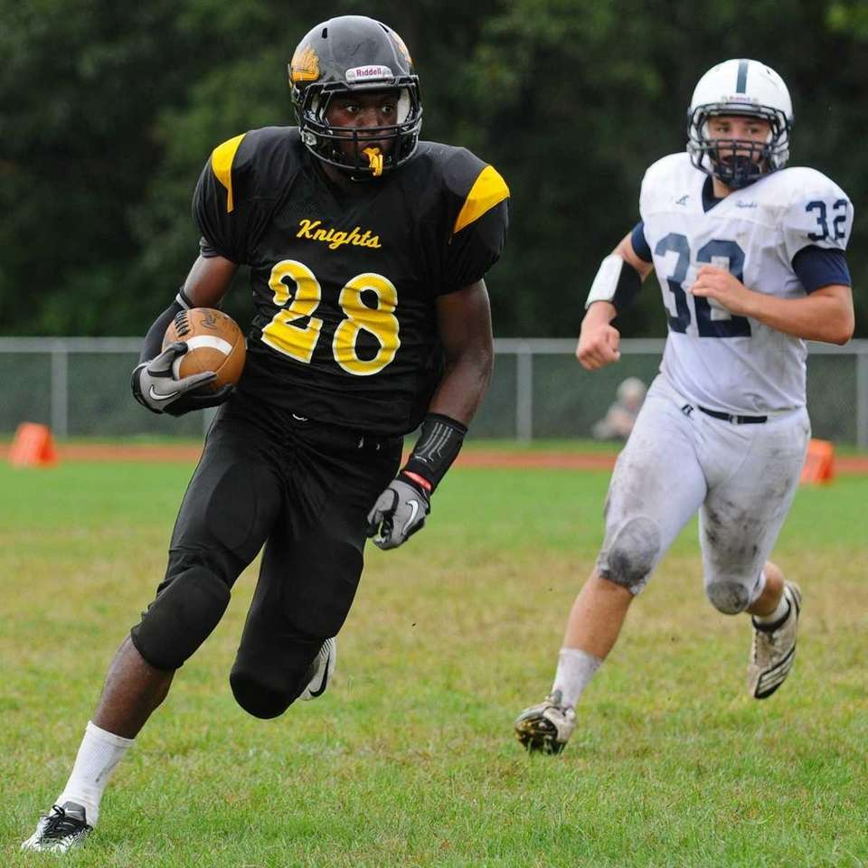 Uniondale High School running back #28 William Stanback,