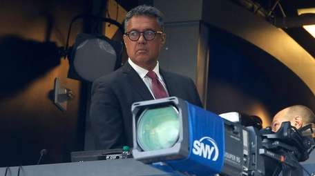 Mets broadcaster and former player Ron Darling looks
