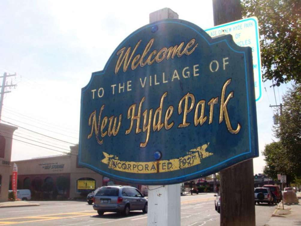 A welcome sign posted on Jericho Turnpike in