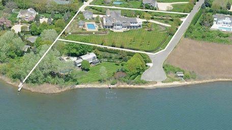 The $17,995 million Water Mill estate Jennifer Lopez