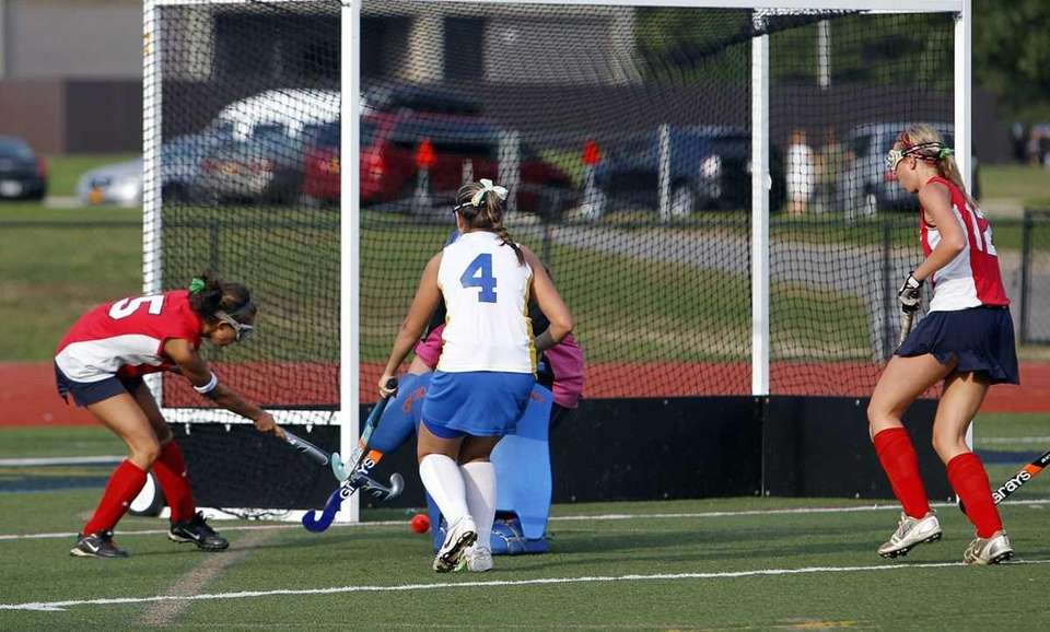 Miller Place's Jackie Jamotta (5) takes a feed
