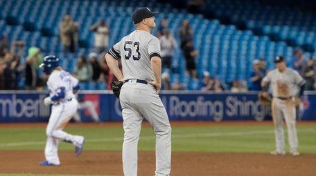 New York Yankees pitcher Zack Britton walks off