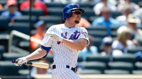 Jeff McNeil of the New York Mets follows