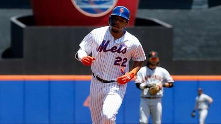 Mets' Dominic Smith during his home run trot