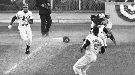 Orioles catcher Ellie Hendricks and pitcher Pete Richert