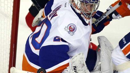 New York Islanders goalie Evgeni Nabokov deflects the