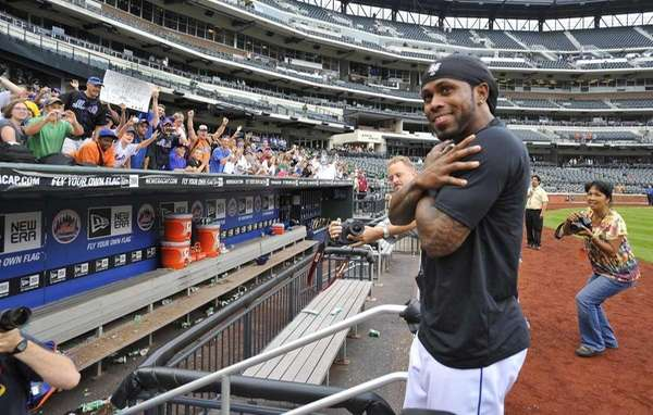 Jose Reyes shows his love for the fans