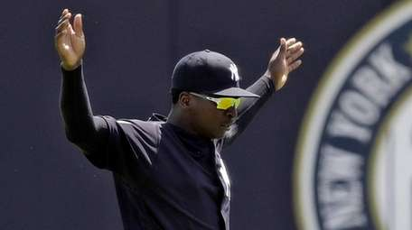 Yankees shortstop Didi Gregorius stretches before a Gulf