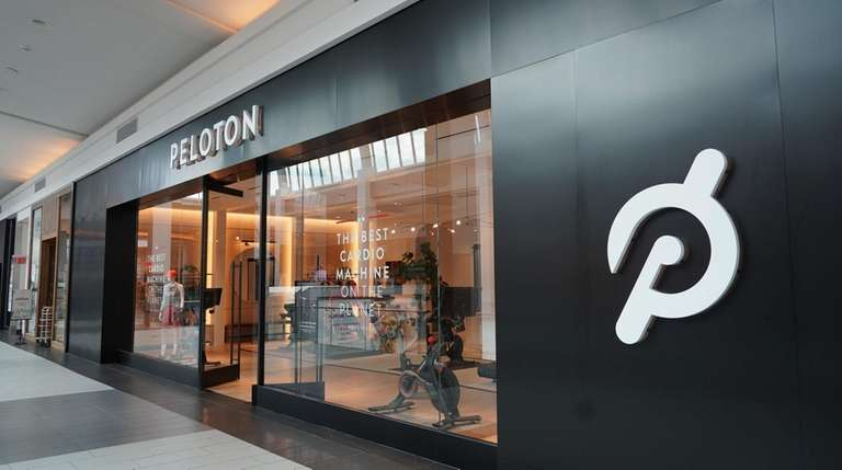 The new Peloton showroom in Roosevelt Field mall