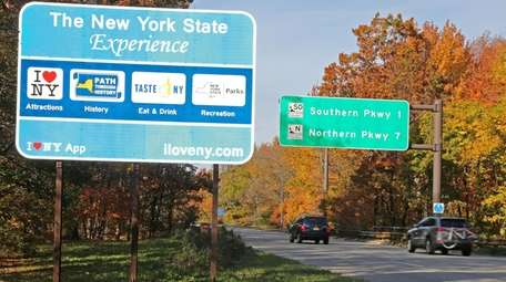 A New York State tourism sign on the